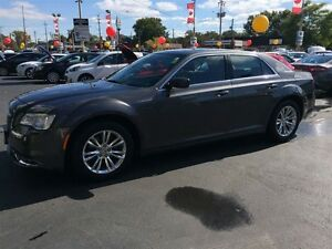 2015 CHRYSLER 300 TOURING - PANORAMIC SUNROOF, LEATHER HEATED SE Windsor Region Ontario image 10