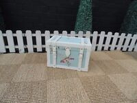 BEAUTIFUL LITTLE TREASURE BOX IN VERY GOOD CONDITION 41/25/26 cm £15