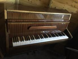 🎵***CAN DELIVER*** VERY small UPRIGHT PIANO*** CAN DELIVER***🎵