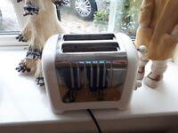 Delonghi cream chrome toaster
