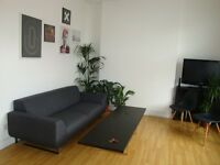 A VERY WELL PRESENTED (TWO) 2 BED/BEDROOM FLAT - FINSBURY PARK - N7