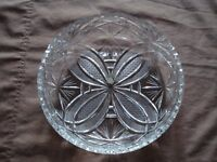 Large heavy crystal fruit bowl, 24cm diameter, in excellent condition