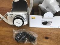 Nikon J1 Digital Camera 10-30 lens