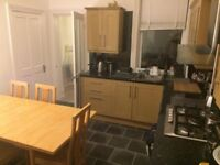 3 Double rooms to rent. Bills and Wifi included. Very close to South Tyneside College.