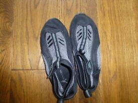 never worn size 5 Tresspass flexible plimsole type shoe ideal for beach/ water activities
