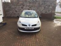 Silver Renault Clio Tomtom 2008