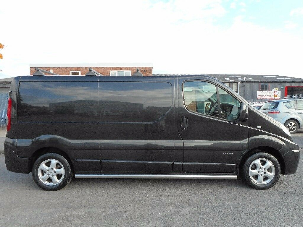 FINANCE ME!! NO VAT!!Renault trafic sport lwb panel van with full service history in midnight black