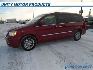 2016 Chrysler Town & Country Touring-L- Heated seats! Navigation