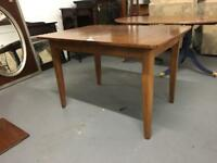 ** RETRO EXTENDING DINING TABLE **