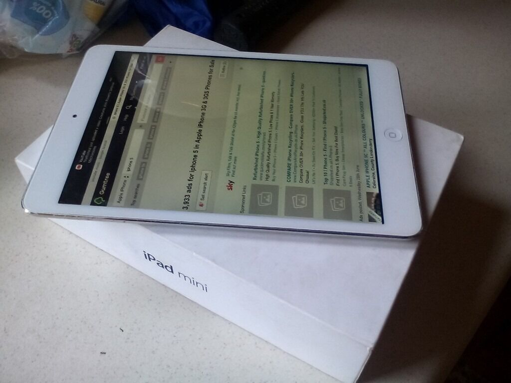 ipad mini 16 gig white and silverin Rochdale, ManchesterGumtree - Ipad mini 16 gig all works as it should white and silver comes with box and charger can deliver if not to far away