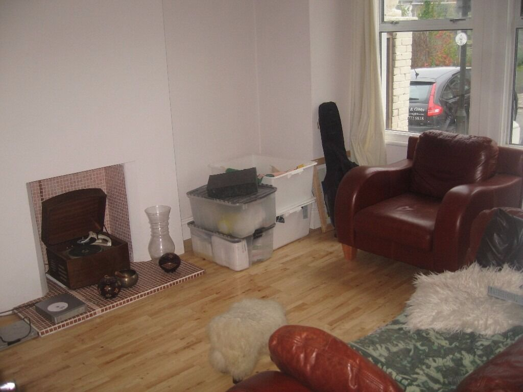 INCREDIBLY CHEAP 2 BED FLAT LOCATED A STONES THROW AWAY FROM TOOTING BROADWAY! ONLY £360/WEEK!!