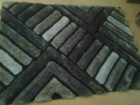 120cm x 170cm rug. Black / grey / silver.
