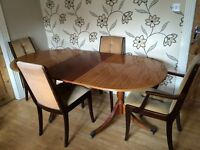 TRDITIONAL EXTENDING WOODEN OVAL TABLE WITH 4 CHAIRS