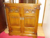 Beautiful meduim oak old charm tv cabenet vgc