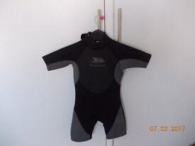 Kids wetsuit 5/6 yrs