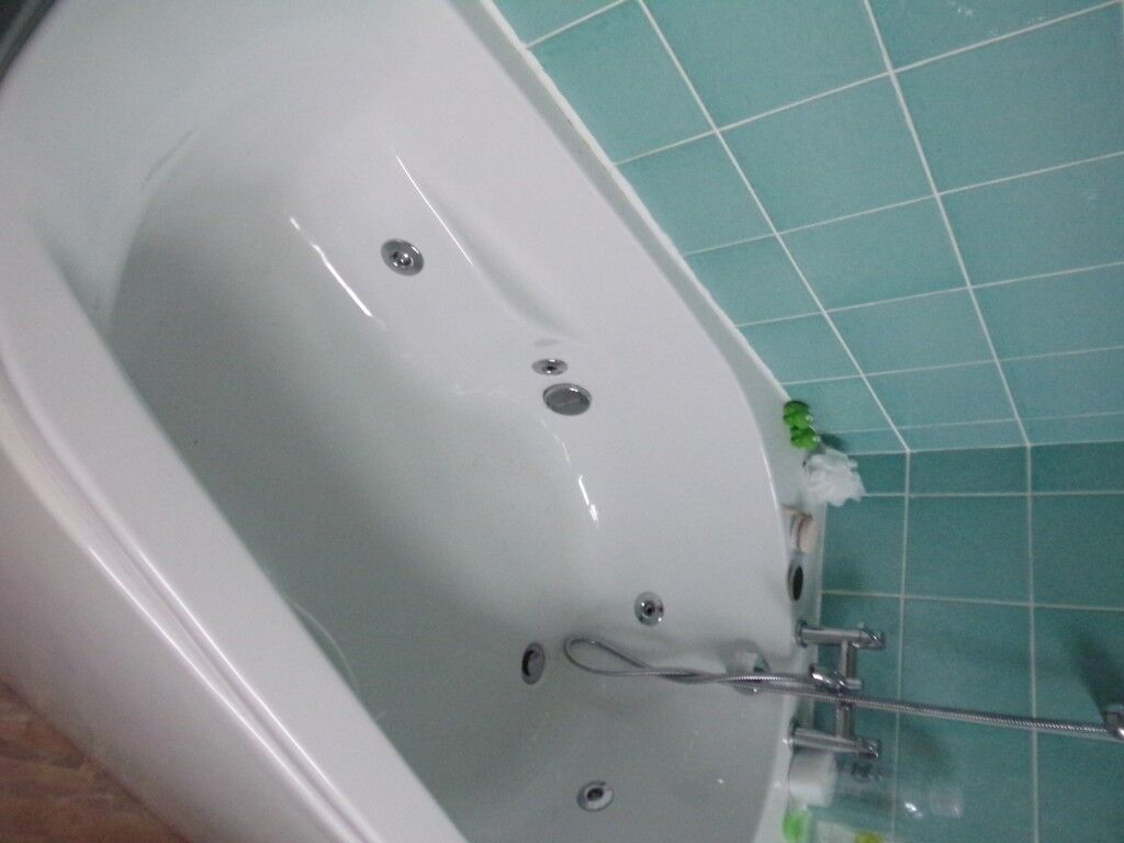 REDUCED, REDUCED PRICE Very good quality white whirlpool/jacuzzi ...