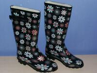 Brand New Pair of Wellygogs Ladies Wellies / Wellington Boots, Size 7, Dark Navy & Flower Pattern