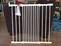 Extendable metal stair gate