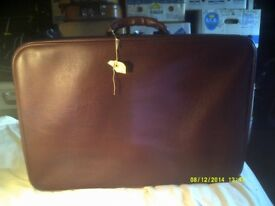 A LIGHTWEIGHT TRAVEL CASE , IN V.G.C.- NO DAMAGE CUTS or TEARS +++++++++