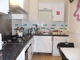 Nice tin room in zone 2 close to station with all bills incl.