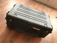 LARGE HARD CASE - Calumet WT6840 Water Tight Rolling Hard Case - Black. EXCELLENT CONDITION.