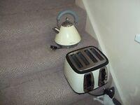 cream toasterand kettle