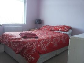 3 bed semi detached house SUNBURY garden and parking £1495pcm