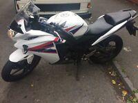 Honda CBR 125R (2013) White 8524 miles, first owner