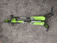 SPORTER 2 SCOOTER GREEN AND BLACK EXCELLENT CONDITION HARDLY USED WITH BOX