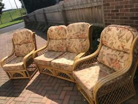 WICKER CHAIR SET IMMACULATE CONDITION