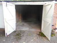 Garage available to rent immediately