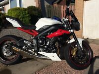 2015 Triumph Street Triple 675R ABS, Arrow, Quickshifter. 1 Owner. ONLY 2,300MILES. Stunning. £6,999