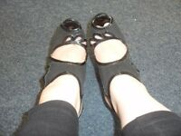 Well Worn Ladies Shoes Trashed Publicite Size 6