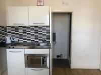 SB Lets - Offer this large studio flat located in Kings Road Brighton close to the Brighton beach