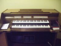 Cantor Electric Organ for Repair or Parts any reasonable offer accepted.
