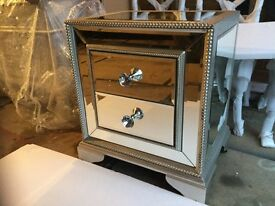 NEW LUXURY SIDE TABLE. SLWO XLOSINF DRAWERS. SILVER EDGED.