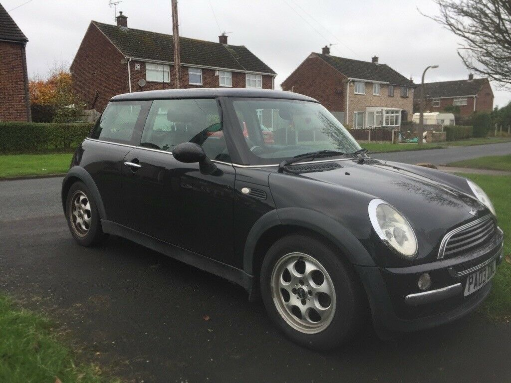 Gorgeous black Mini One for sale! Low mileage and 10 months MOT!!