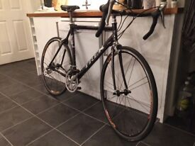 Road bike Trek 2200 very good condition with all original 105 components