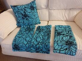 4 CUSHION COVERS TURQUISE AND BLACK VELVET AS NEW