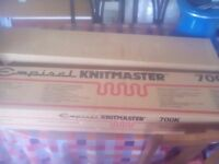 Knitmaster 700k knitting machine and ribber