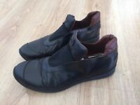 roberto cavalli mens black leather sneakers size 9 for £50