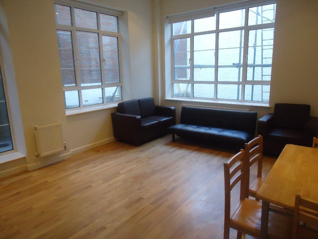 Spacious 2 double bedroomed ground and first floor maisonette. Set within 3 minutes walk(approx) of