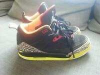 Two pairs os Jordan size UK5