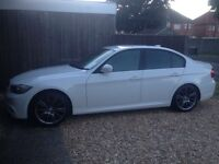 BMW 318 WHITE 2010