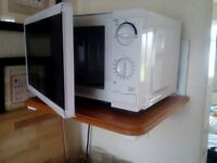 Small 700watt clean microwave ,been using upto move out day