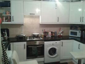 Bed room in friendly shared house, 2 min from wandsworth road station
