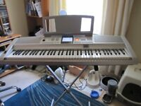 Yamaha DGX-305 Portable Grand with stand