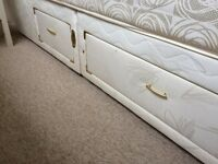 Silentnight - 4 ft 6 double divan bed base with 4 drawers