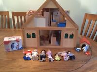 WOODEN DOLLS HOUSE with DOLL FAMILY, DOG HOUSE & FURNITURE @ Girl Boy Play Education Toy