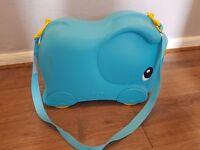 Molto Elephant suitcase